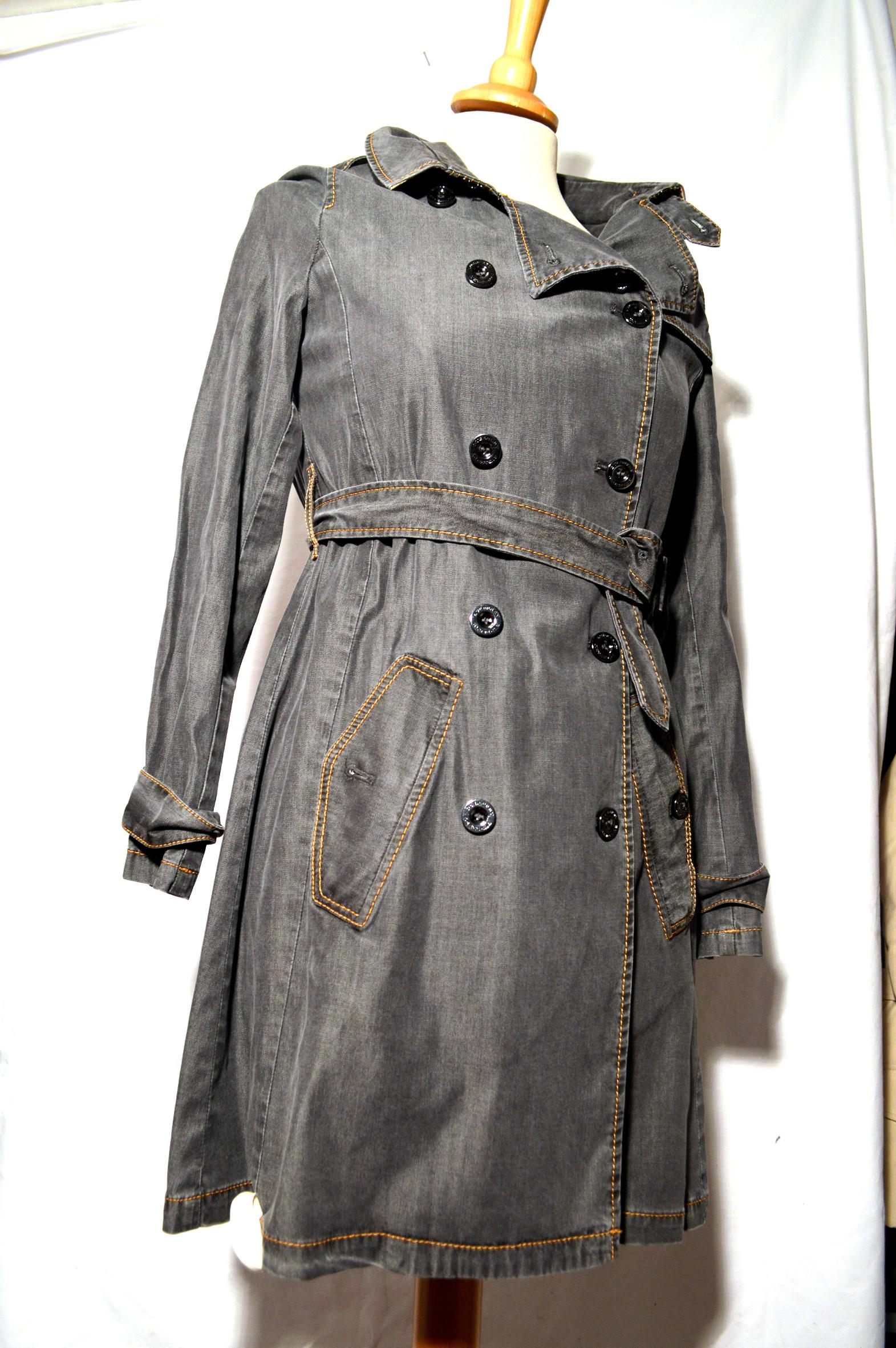 trench burberry gris taille 36 tr sor de femme d p t vente f minin. Black Bedroom Furniture Sets. Home Design Ideas